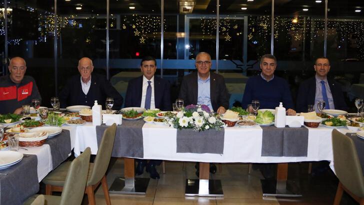 Üstündağ'dan A Milli Takım'a moral yemeği