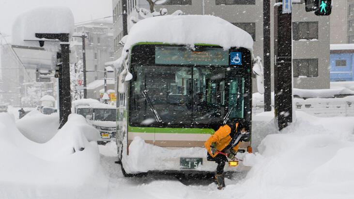 Kar Japonya'yı esir aldı