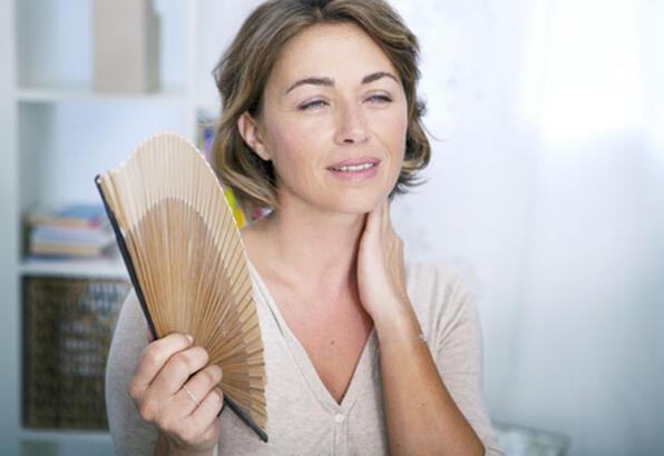 Menopoz Belirtileri Nelerdir? Menopoza Girildiği İlk Nasıl Anlaşılır?