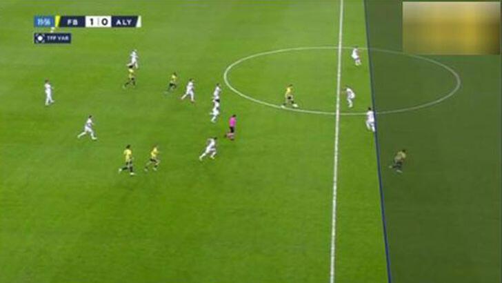 Fenerbahçe-Alanyaspor maçındaki VAR'ın ofsayt çizgisi dünya gündeminde!