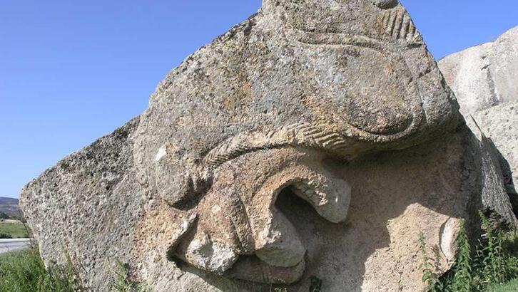 Gizemli Frig vadisinin en dikkat çekici eseri: 'Yılantaş Kaya Mezarı'