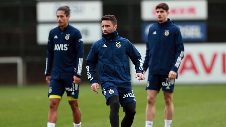 Fenerbahçe'de Gökhan Gönül idmanın ilk bölümünde takımla çalıştı
