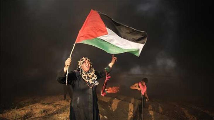 Filistinliler BM yardım kuruluşunu Gazze'de protesto etti