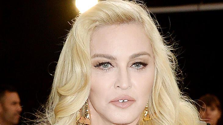Ülke ülke gezen Madonna'ya seyahat tepkisi!