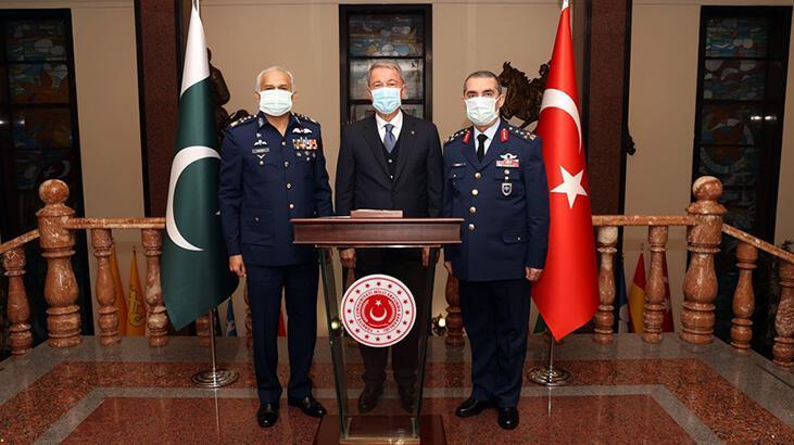 Bakan Akar, Pakistan Hava Kuvvetleri Komutanı Khan'ı kabul etti