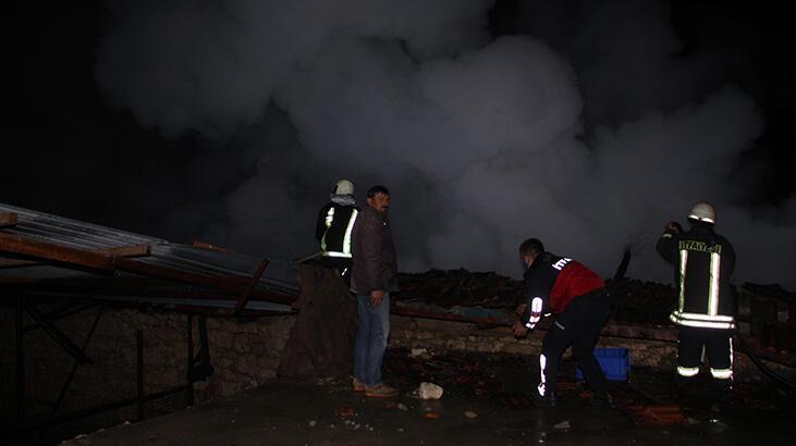 Manisa'da feci yangın! 3 ev kullanılamaz hale geldi