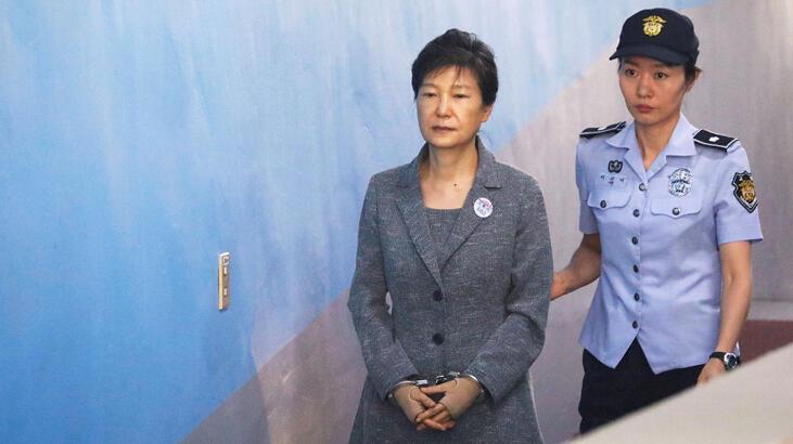 Güney Kore'nin eski lideri Park'ın hapis cezası 22 yıla indi