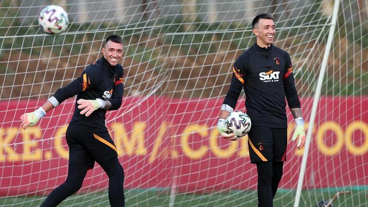 Son dakika - Galatasaray'da Muslera takımla birlikte çalıştı!