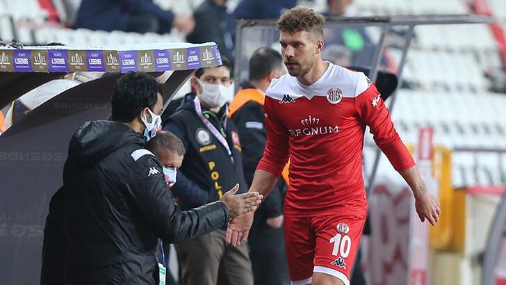 Antalyaspor'dan 7 sakatlık açıklaması! Podolski...