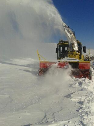 Kayseri'de kardan kapanan 87 mahalle yolu ulaşıma açıldı