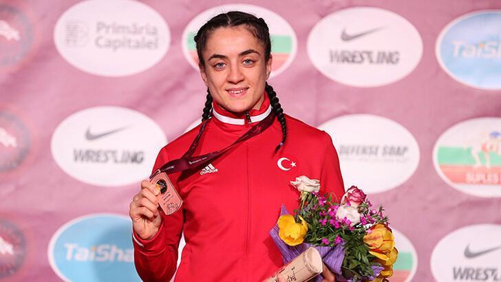 Kadın milli güreşçilerden Fransa'da 3 madalya