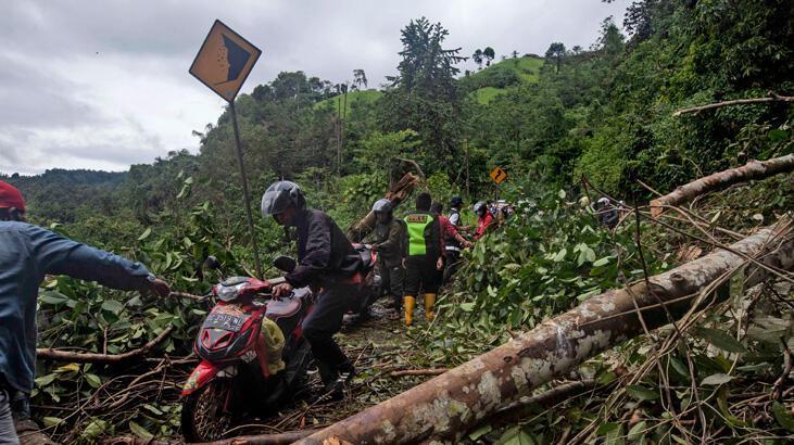 Endonezya'da heyelan felaketinde can kaybı artıyor