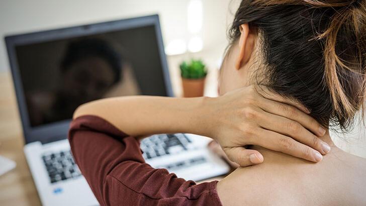 Boyun Fıtığına Ne İyi Gelir, Nasıl Geçer? Boyun Fıtık Ağrısı Nerelere Vurur?
