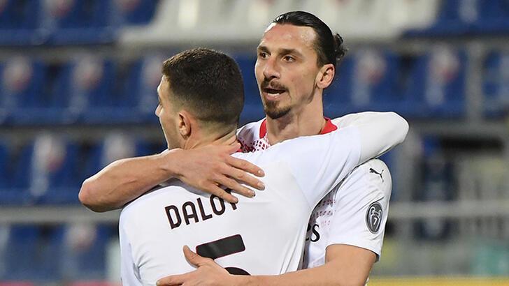 Milan'da Ibrahimovic durdurulamıyor! Hakan Çalhanoğlu...