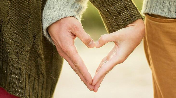 Ünlü Biriyle Sevgili Olmak
