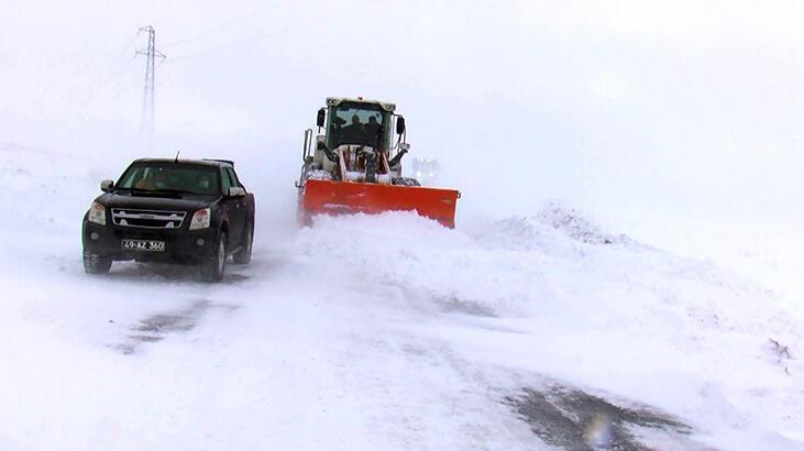 Muş'ta kapalı 359 köy yolundan 166'sı açıldı
