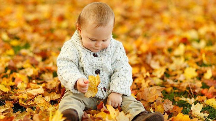 Bebeklerde dönme ve oturma ne zaman başlar?