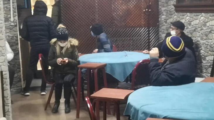 Bursa'da 15 kişi kumar oynarken basıldı!