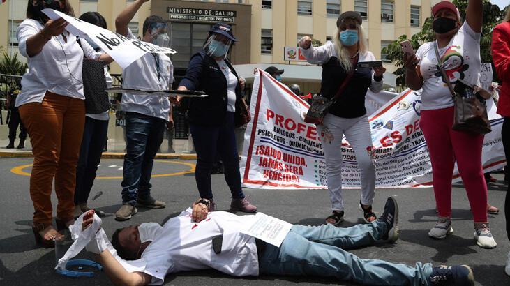 Peru'da doktorlar açlık grevine başladı