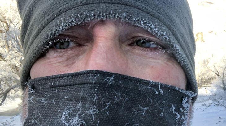 Kars eksi 30'u gördü! Soğuktan kirpikler dondu