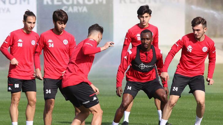 Antalyaspor'da parola galibiyet! Muhtemel 11...