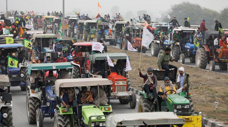 Hindistan'da çiftçilere Cumhuriyet Bayramı'nda traktörlerle gösteri izni
