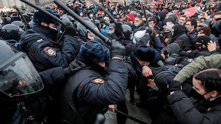 Rusya'da protestolara katılan muhaliflere ceza yağdı!