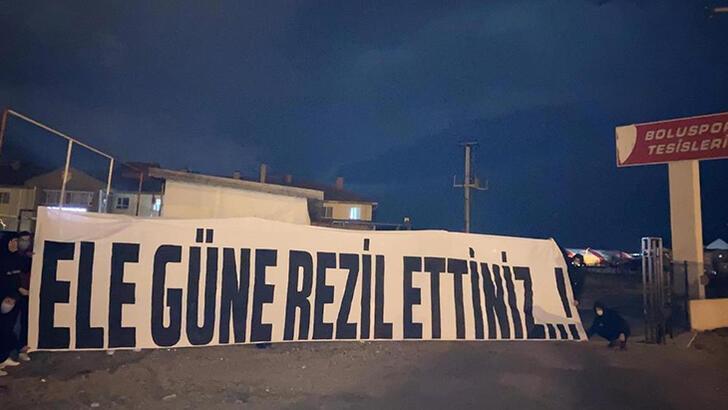 Boluspor'da taraftarlardan pankartlı tepki