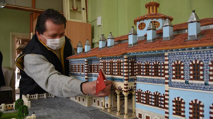 6 yılda 23 bin parça kullanarak tarihi konağın maketini yaptı