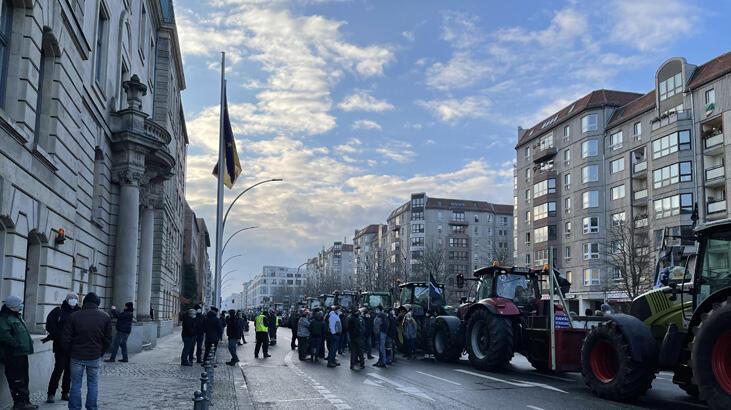 Berlin'de çiftçilerden traktörlü protesto