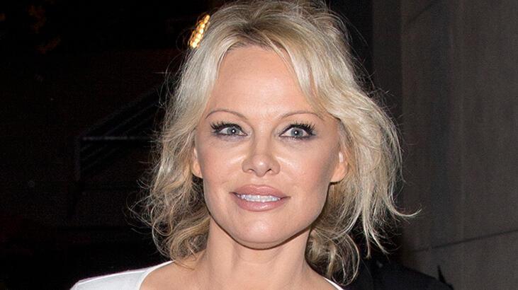 Pamela Anderson sosyal medyaya veda etti