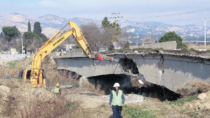 Tarihi köprüye yıkım