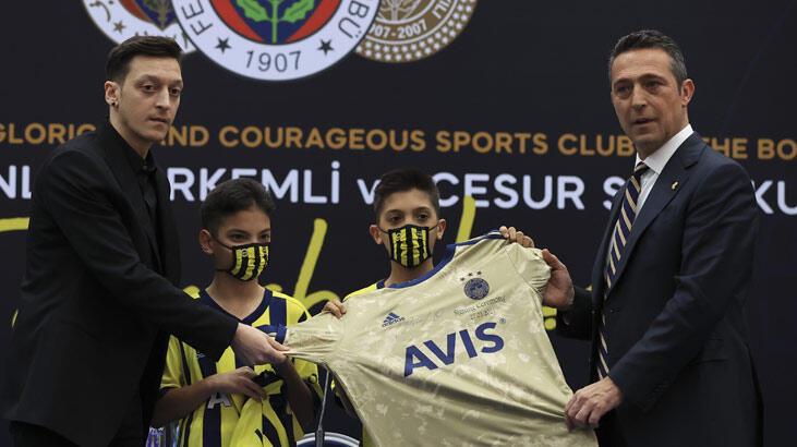 Son dakika | Mesut Özil Fenerbahçe formasını giydi! İşte o kareler...