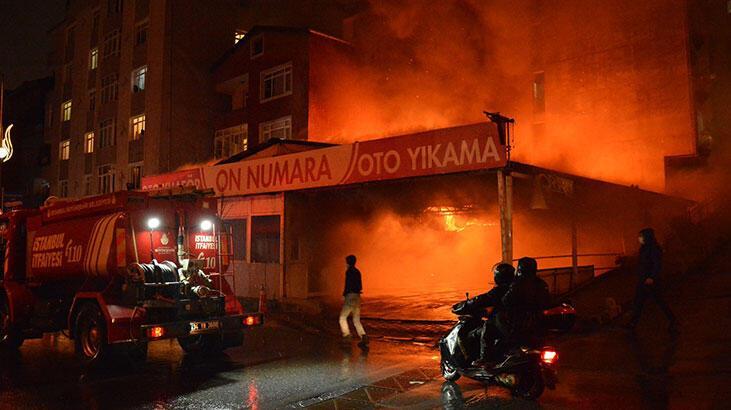 Kağıthane'de iş yeri yangını! Alevler bir anda yükseldi