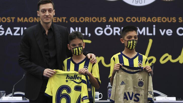 Mesut Özil: 'Hep Fenerbahçeliydim öyle de kalacağım'