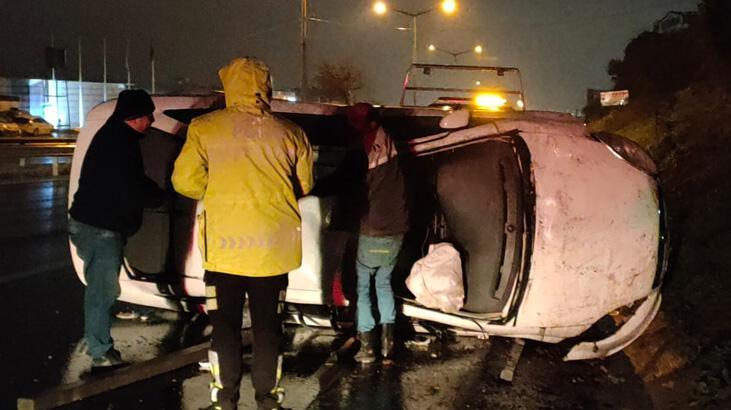 Kocaeli'de otomobil devrildi, sürücü yaralandı
