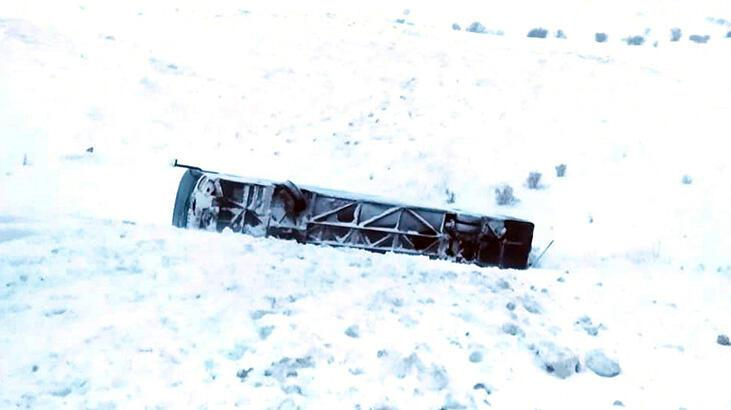 Erzincan'da yolcu otobüsü devrildi! Yaralılar var