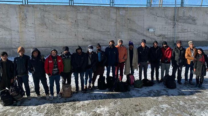 Van'da, metruk binada 17 kaçak göçmen yakalandı