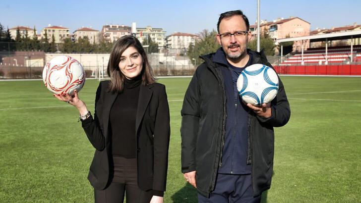 Futbol topuna kadın eli değdi
