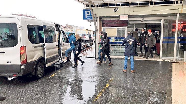 Boğaziçi'nde yerde Kâbe fotoğrafına 2 tutuklama