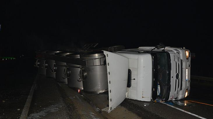 Manisa'da devrilen TIR'ın şoförü yaralandı