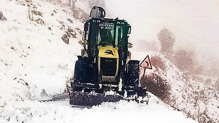 Batman'da kardan kapanan köy yolları ulaşıma açıldı