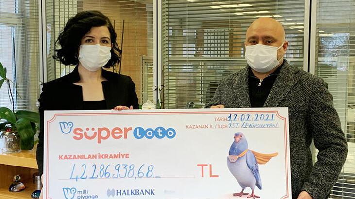 Süper Loto'dan 42 milyon 286 bin 938 TL'lik rekor ikramiye kazanan talihli çekini teslim aldı
