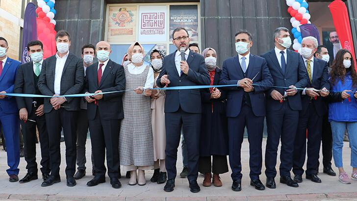 """Bakan Kasapoğlu, Mardin'de sporcu ve gençlerle buluştu, """"Genç Ofisi""""nin açılışını gerçekleşti"""