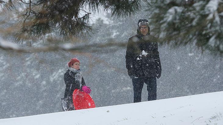 İstanbul'da eğitime kar engeli! Vali Yerlikaya duyurdu