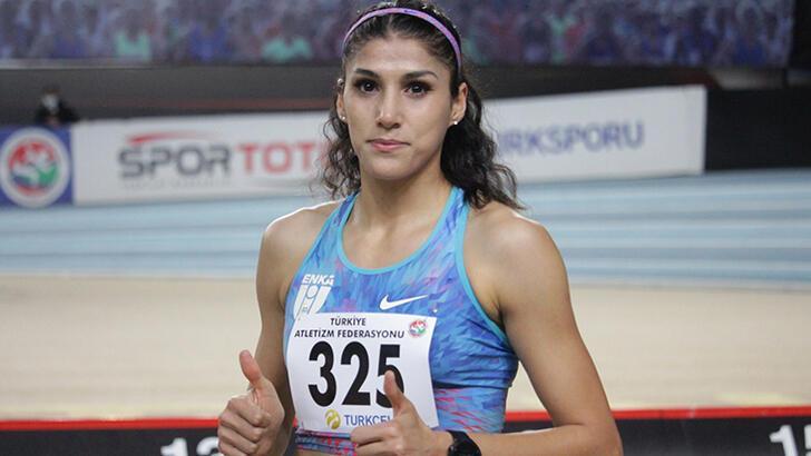 Milli atlet Elif Polat'tan 300 metre salon rekoru