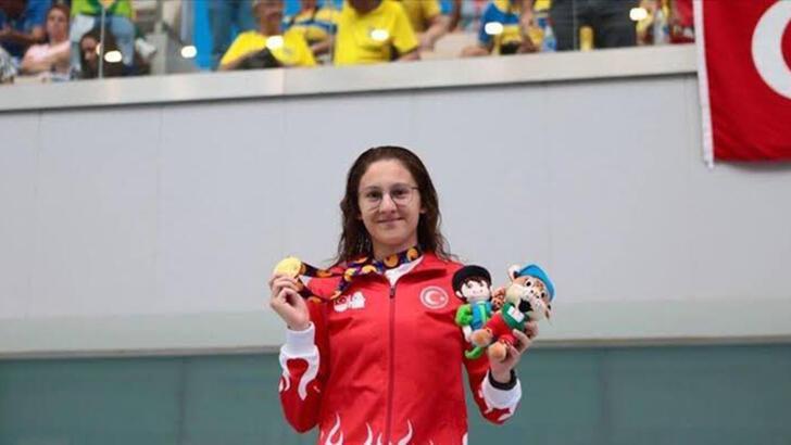 Milli yüzücü Beril Böcekler, olimpiyat A barajını geçti