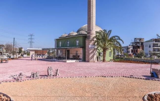Kepez Belediyesi, camilerin bahçesini güzelleştiriyor