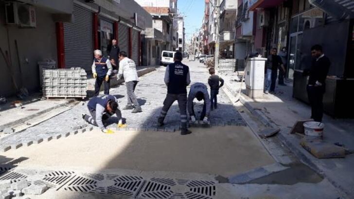 Akdeniz'de ekipler ilçenin dört bir yanına hizmet veriyor