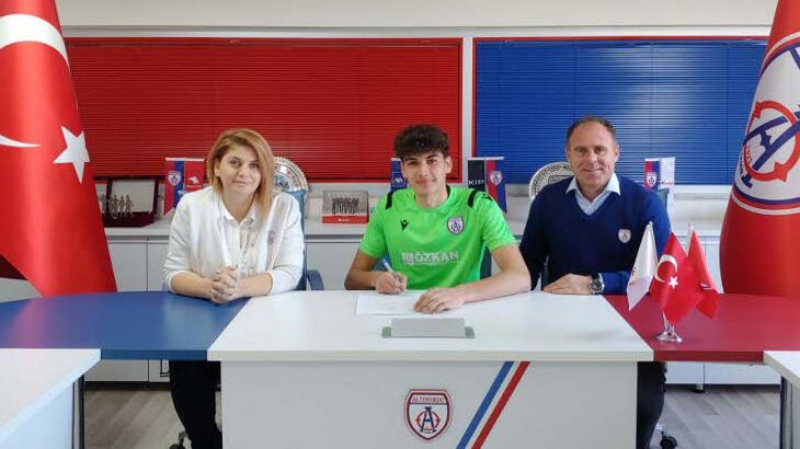 Altınordu, kaleci Emirhan Emir'le profesyonel sözleşme imzaladı
